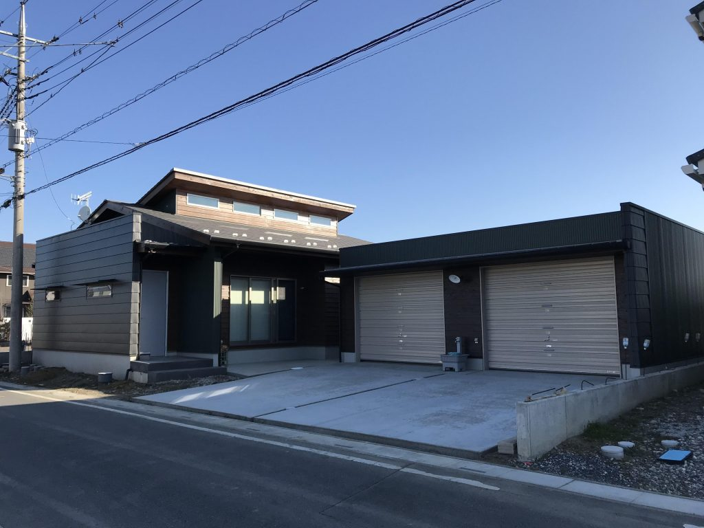 こだわりがつまった家とガレージ 木造平屋新築・軽量鉄骨ガレージ工事