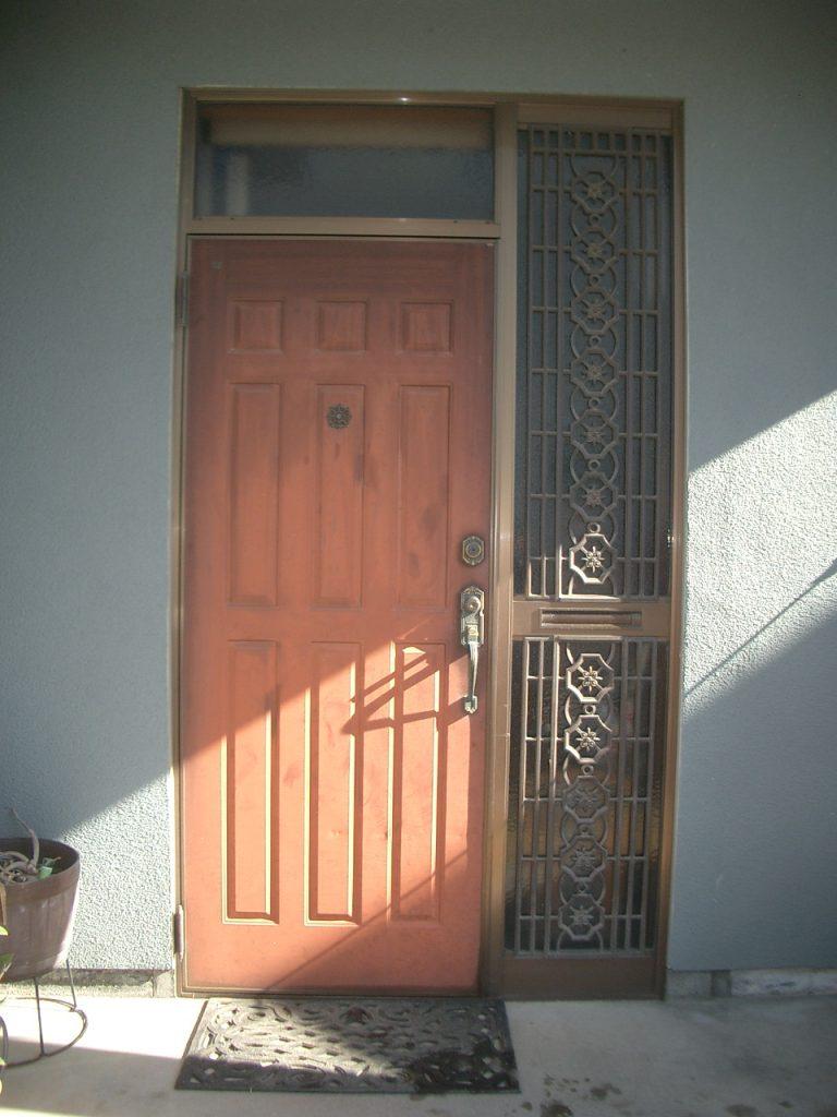 たった1日で変身 玄関ドアリフォーム