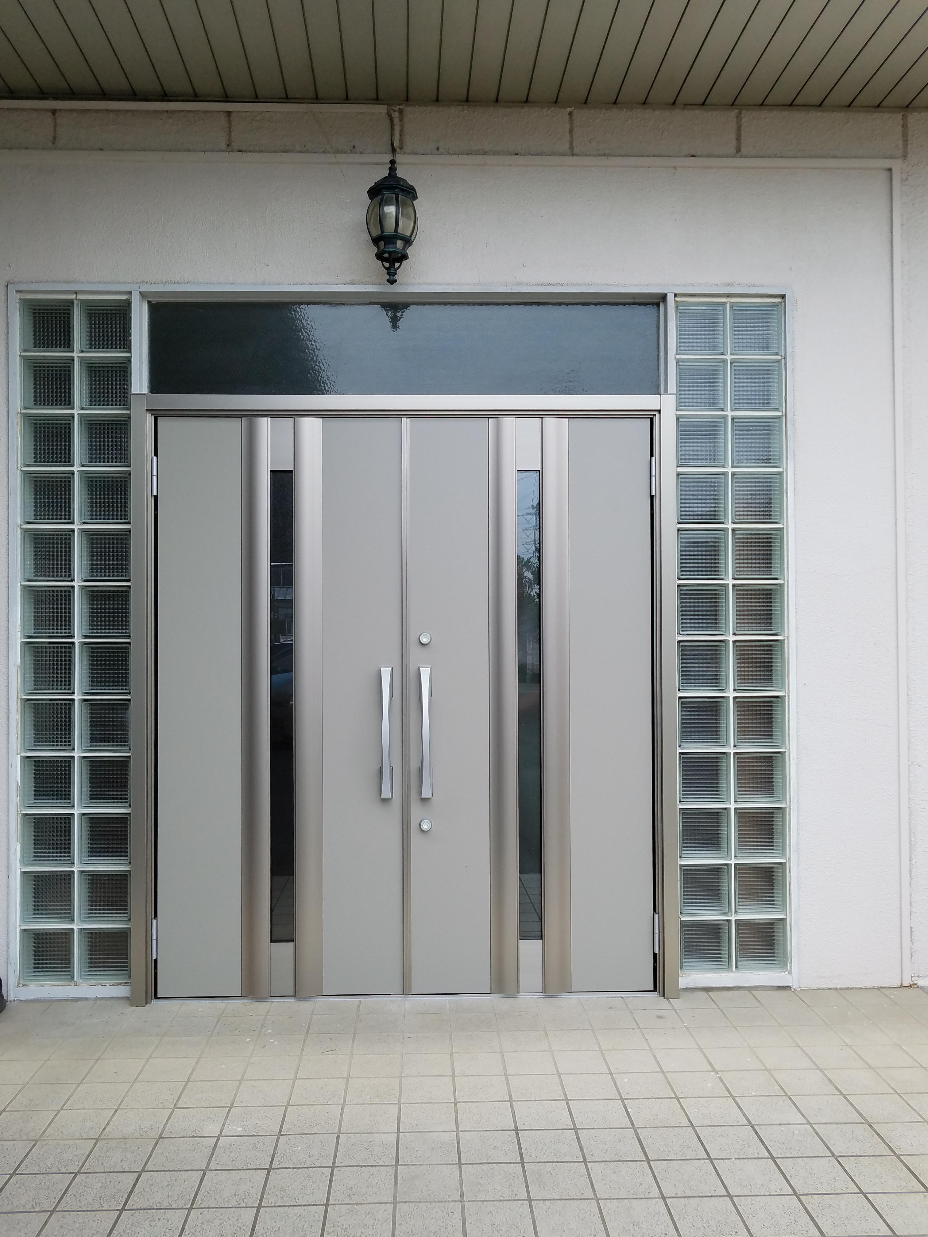 大きな扉も1日で完成 玄関ドアリフォーム