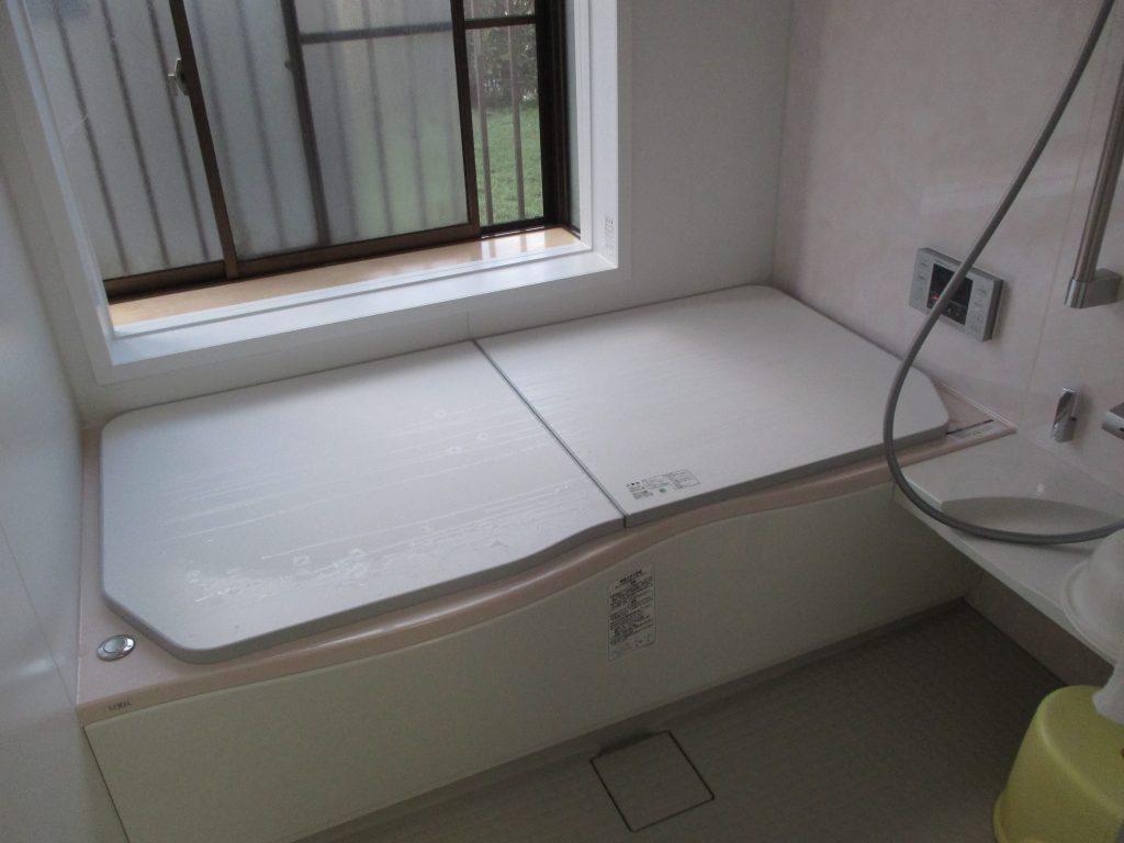 足も伸ばせてゆったりサイズ 浴室リフォーム