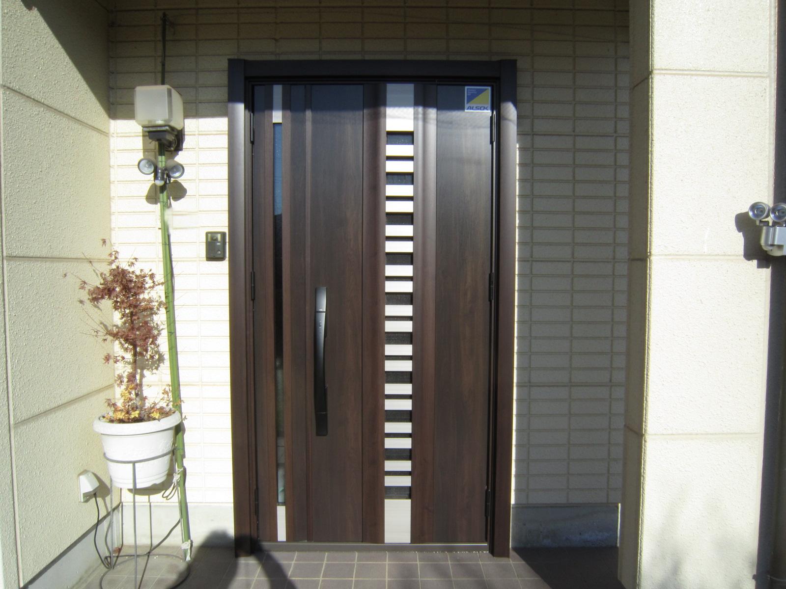 暖かみのあるドアに『リシェント工事』